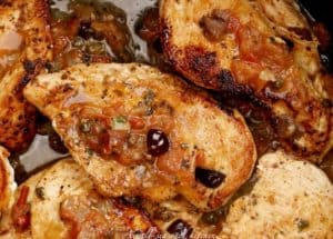 chicken-tomato-olive-sauce-cooking